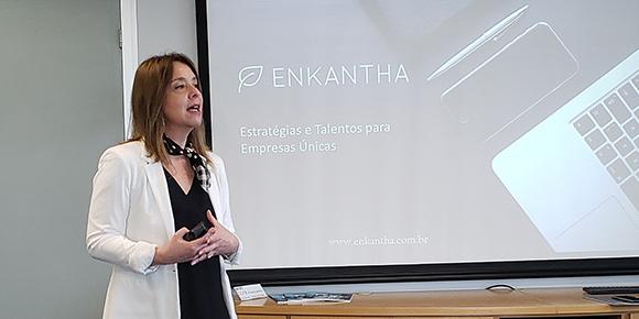 Em reunião com a Comissão de Educação Superior e Executiva da CCIFB-SP, Ana Paula Ramos, da Enkantha, afirmou ser preciso 4 fases para implementar uma estratégia de vendas Omnichannel de sucesso.