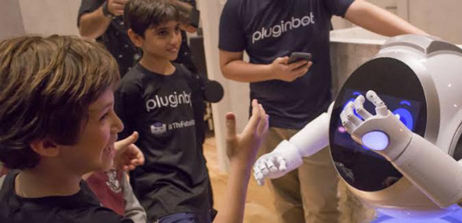 A Accor testou um robô de inteligência artificial, desenvolvido por brasileiros, para gerenciar e treinar máquinas para atender os clientes.