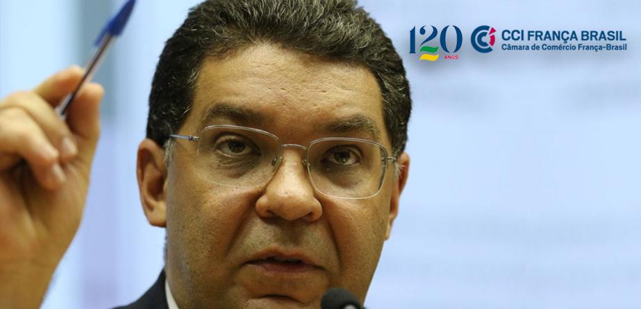 """""""Brasil não tem a mesma capacidade de endividamento de um país rico"""", destacou Mansueto Almeida durante videoconferência promovida pela CCIFB."""