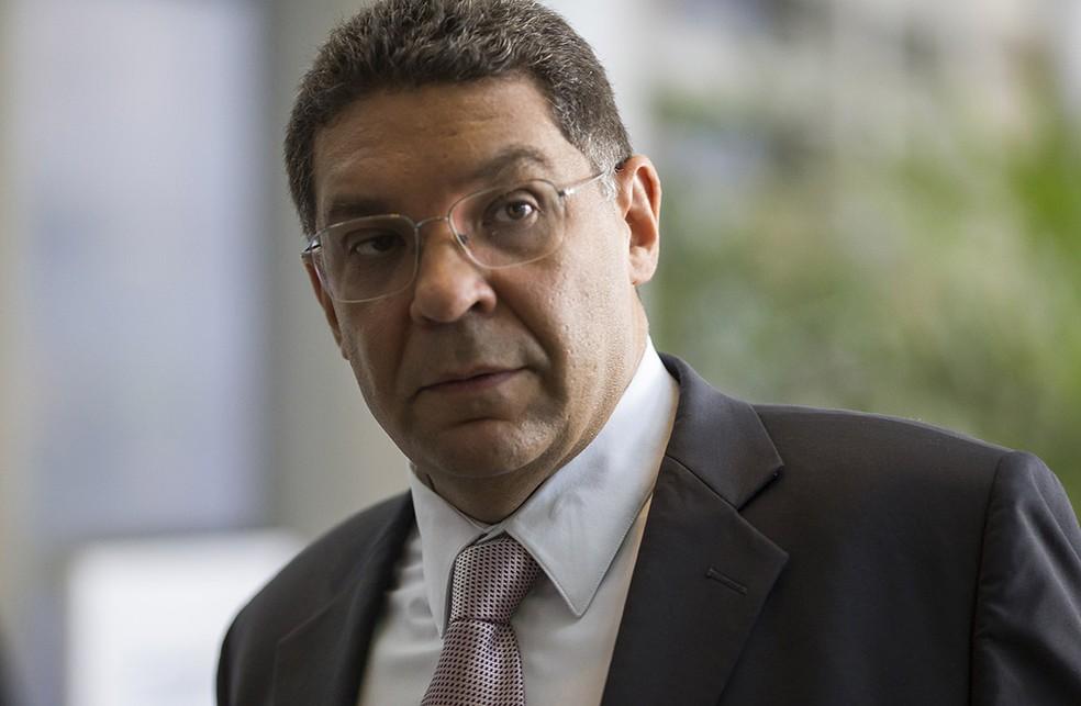 Segundo o secretário do Tesouro Nacional, Mansueto Almeida, o Brasil poderá realizadar captação externa em dólar ou euro caso haja oportunidade.